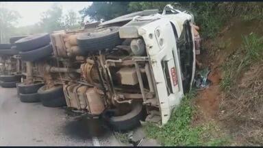 Acidente de caminhão interdita rodovia BR-267 - Acidente de caminhão interdita rodovia BR-267