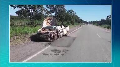Homem morre e fica preso às ferragens após acidente de trânsito na BR-153 - Homem morre e fica preso às ferragens após acidente de trânsito na BR-153