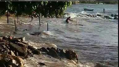 Litoral de Fortaleza sofre com a ressaca do mar - Ressaca iniciou na quinta-feira e causou estragos em vários locais.