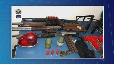 Granadas e submetralhadoras são apreendidas após troca de tiros entre PMs e piratas de rio - PM estava em diligência para encontrar lancha roubada quando equipe foi surpreendida por tiros, em uma comunidade no interior.
