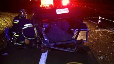 Cinco pessoas ficam feridas em acidente na PR-317 - O carro bateu em uma vaca que estava na estrada.