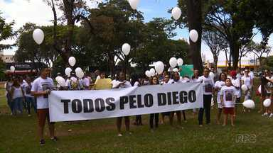 Moradores de Maringá pedem paz - Amigos e familiares dos meninos baleados no Jardim São Silvestre percorreram ruas da cidade