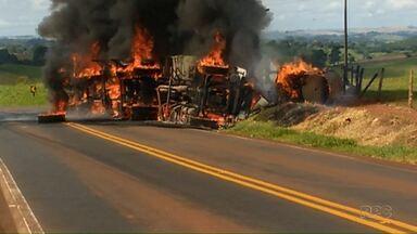 Carreta pega fogo e motorista morre carbonizado - O acidente foi na PR-082 em Jardim Alegre.