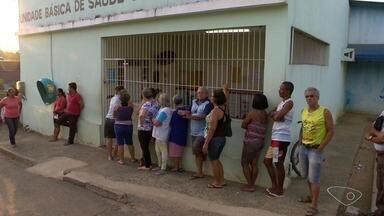 População reclama de atendimento em postos de saúde de Cariacica, na Grande Vitória - Nos locais, havia poucos funcionários para prestar atendimento e muitas reclamações.