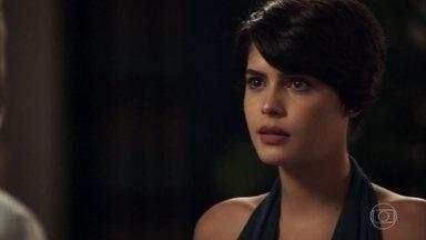 Adriana ameaça sair de casa - Advogada garante a Henrique que não apoia uma reconciliação dele com Elizabeth