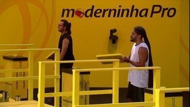 Kaysar e Viegas cantam samba durante a prova de resistência - Brothers cantam na Prova do Líder Moderninha Pro