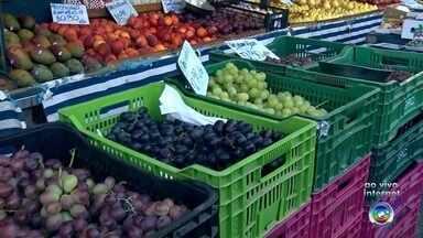 Preço das frutas sobe e desce nas feiras de Sorocaba - Neste verão, os preços das frutas é instável na região de Sorocaba. O repórter Eduardo Rodrigues tem mais informações.