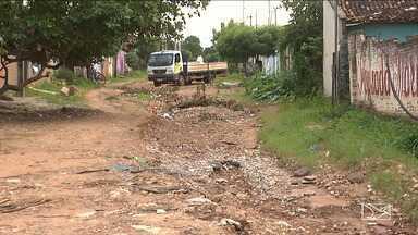 Chuva causa estragos em diversos pontos de Balsas - Algumas ruas estão totalmente destruídas pela enxurrada e impedem a passagem de veículos, além de ameaçar a segurança de quem mora perto das áreas de risco.