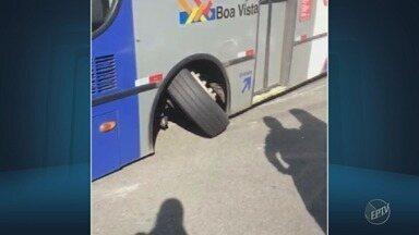 Roda de ônibus da linha 696 quebra em Hortolândia - O veículo ficou encostado no chão e todos os passageiros precisaram sair. A linha sai do Parque do Horto e vai para a Rodoviária de Campinas.