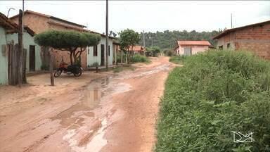 Falta de infraestrutura é motivo de reclamação por moradores de Codó - Sem pavimentação, todo tipo de sujeira toma conta da via pública no bairro Vicente Palotti em Codó.