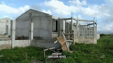 Moradores do distrito de Aprazível reclamam de obra abandonada há anos - Saiba mais em g1.com.br/ce