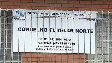 Ministério Público investiga denúncias de falsa Conselheira Tutelar - Ela estaria abordando famílias com crianças pequenas em Ponta Grossa.