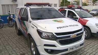 Suspeito de assalto morre após dupla roubar carro e trocar tiros com policiais em Manaus - Uma arma de brinquedo e uma arma de fogo de fabricação caseira, com duas munições, foram apreendidas. O carro roubado foi recuperado.