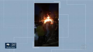 Ônibus são incendiados em protesto na Av. Carlos Luz, em Belo Horizonte - De acordo com a PM, manifestação foi contra a morte de um morador da Vila Sumaré.