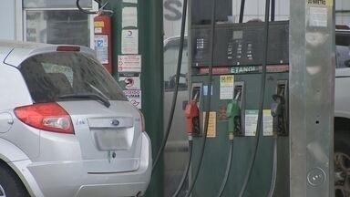 Combustíveis registram alta de preço nos postos de Bauru - O preço dos combustíveis nos postos de Bauru registrou alta e assustou alguns motoristas. Em alguns deles, o etanol chegou a R$ 2,97 e a gasolina R$ 4,19. Quem depende do veículo para trabalhar vê a margem de lucro despencar ou repassa o aumento ao cliente.