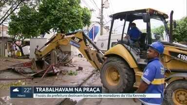 Primeira ação do município na Vila Kennedy na intervenção provoca revolta dos moradores - Fiscais da prefeitura destruíram barracas de moradores da comunidade