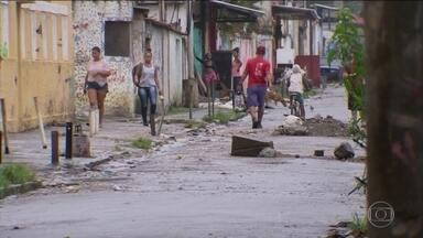 No Rio, comunidade da Vila Kennedy já viveu 43 confrontos em 2018 - Criminosos armados chegaram a assaltar 15 pessoas dentro da igreja. Favela foi escolhida para ser a vitrine da intervenção federal na segurança.