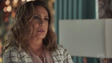 Nádia promete pagar traição de Gustavo na mesma moeda - Bruno se desespera com a situação de sua família e avisa ao pai que Clara ainda não terminou sua vingança