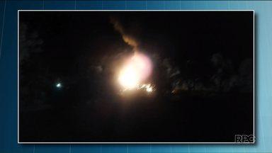 Ônibus pega fogo no sudoeste do estado - Passageiros tiveram que sair às pressas.