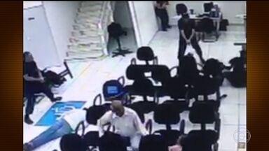 Tentativa de assalto a banco termina com funcionária morta em SP - Segundo a polícia, a arma usada pelos bandidos era falsa. Os criminosos foram presos.
