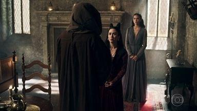 Lucrécia estraga o encontro de Rodolfo e Catarina - Vestido de frade, Rodolfo é obrigado a ir embora do quarto da princesa para não ser flagrado pela esposa