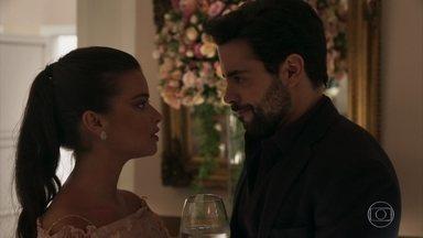 Melissa pede que Amaro a ajude a fugir de casa - Todos comentam a relação de Nádia e Odair. Melissa afirma para Amaro que cansou de ser santa