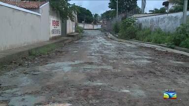 Moradores reclamam de problemas de infraestrutura no Parque Atenas em São Luís - Moradores reclamam de problemas como buracos, asfalto que se desfaz e o esgoto que está a céu aberto.