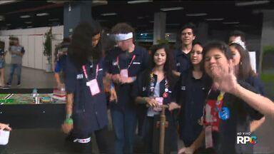 Estudantes participam de evento de robótica - Estudantes de todo o país participam em Curitiba do maior torneio nacional de robótica.