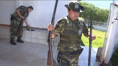 Operação da Polícia Ambiental prende caçadores no oeste do estado - A RPC acompanhou com exclusividade uma operação da Polícia Ambiental contra caçadores na região oeste.