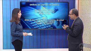 Economista orienta consumidores que se endividam com cartão de crédito - Um levantamento da Confederação Nacional de Comércio de bens, serviços e turismo apontou que, em fevereiro, 77% das famílias brasileiras fizeram alguma dívida por causa do cartão.