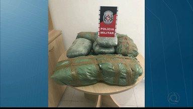 15 kg de maconha são apreendidos em assoalho de carro em João Pessoa - Motorista que trazia a droga já havia sido preso por tráfico de drogas.