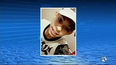 Adolescente que morreu ao sofrer choque após retirar celular da tomada é enterrado em PE - Jovem de 14 anos foi sepultado no cemitério São Miguel no fim da tarde deste sábado (17) em Garanhuns.