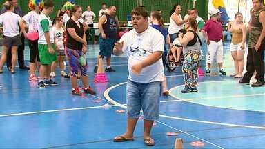 Gincana comemora o Dia Internacional da Síndrome de Down - O evento reuniu mais de cem pessoas no ginásio do Ciro Nardi.