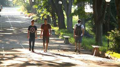 UEL suspende início das aulas por falta de professores - De acordo com a UEL a quantidade de horas-aula autorizadas pelo governo do estado é insuficiente para manter as aulas na universidade.