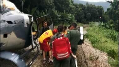 Mulher é resgatada após sofrer acidente no Pico do Marumbi - A mulher foi socorrida até a base do pico, onde recebeu atendimento médico./ de lá, foi levada de helicóptero até o hospital regional de Paranaguá.