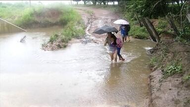 Centenas de crianças não conseguem chegar à escola no Tocantins por causa das chuvas - Algumas prefeituras chegaram a suspender as aulas porque as estradas da zona rural viraram verdadeiros rios.