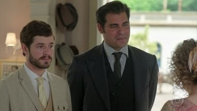 Darcy e Camilo comemoram a parceria - Agatha recebe os dois amigos na casa de chá