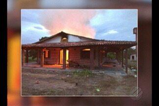Um grupo de invasores incendiou uma fazenda em Ipixuna do Pará ontem à tarde - O mesmo grupo teria baleado um funcionário e a polícia investiga o caso.