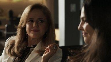 Sophia afirma a Aura que conseguirá provar que a moça é irmã de Clara - As duas fazem um acordo e Amaral fica intrigado