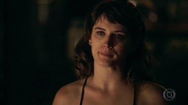 Clara revela a Gael que está com Patrick - Filho de Sophia conta que se separou de Aura e afirma que a ex-mulher é o grande amor de sua vida