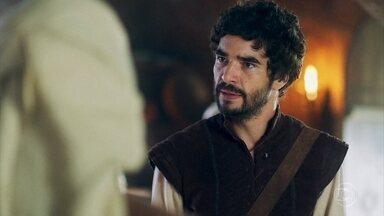 Cássio comenta com Brumela que Rodolfo só respeita Catarina - Ele diz que vai encontrar outra forma de servir ao reino