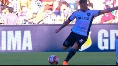 Valencia arrisca o chute da entrada da área e a bola sai por cima do gol, aos 22 do 1º - Valencia arrisca o chute da entrada da área e a bola sai por cima do gol, aos 22 do 1º