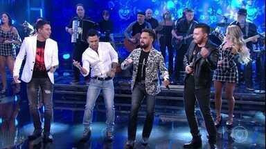 Zezé Di Camargo e Luciano lançam música com Otávio Augusto e Gabriel - As duplas cantaram no palco do 'Domingão' a música 'Reggae In Roça'