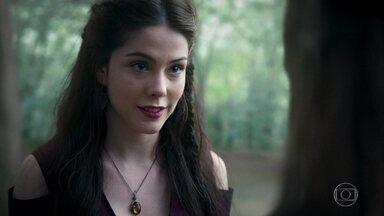 Brice avisa a Selena que fugirá de Montemor - Ela aconselha a arqueira a fazer o mesmo