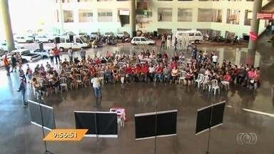 Servidores da Educação fazem ato no Paço Municipal, em Goiânia - Veja todos os destaques do Anhanguera Notícias.