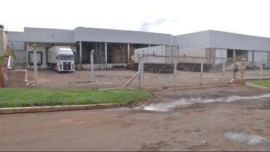 Unidade da JBS em Cassilândia, MS, interrompe as atividades - Empresa deu aviso prévio para cerca de 620 funcionários.