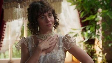 Susana critica Elisabeta e tenta amolecer o coração de Darcy - Decidida a conquistar Darcy e acabar com o romance de Camilo, Susana mente sobre o que aconteceu com seu primeiro marido