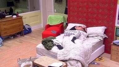 Paula garante a Breno: 'Sou bem tranquila para namorar' - Eles estão no Quarto Tropical