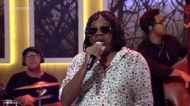 Milton Nascimento canta 'Maria, Maria' - Público recebe o cantor com muito carinho