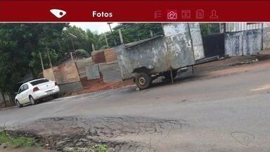 Moradores temem queda de poste, em Iconha, ES - A EDP informou que vai enviar uma equipe ao local para avaliar a situação e ver o que deve ser feito.